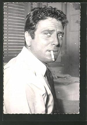 Ansichtskarte Schauspieler Raf Vallone mit Zigarette
