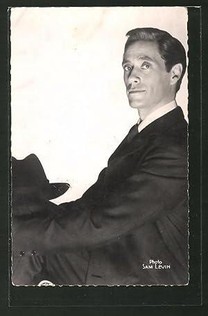 Ansichtskarte Schauspieler Mel Ferrer im Anzug