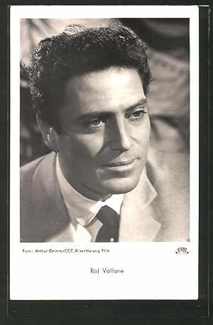 Ansichtskarte Schauspieler Raf Vallone im Anzug posierend
