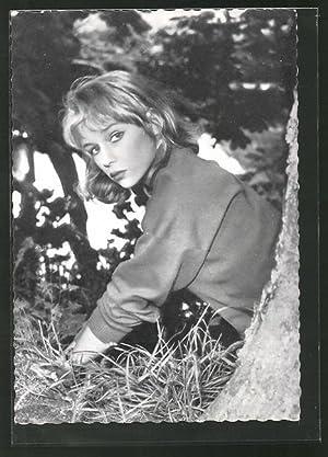 Ansichtskarte Schauspielerin Marion Michael im Wald