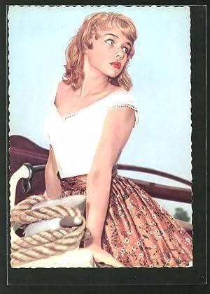 Ansichtskarte Schauspielerin Marion Michael, Portrait mit Petticoat