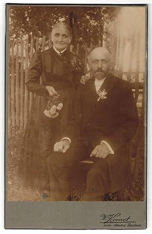 Fotografie W. Kornet, Bautzen, Portrait betagtes Paar