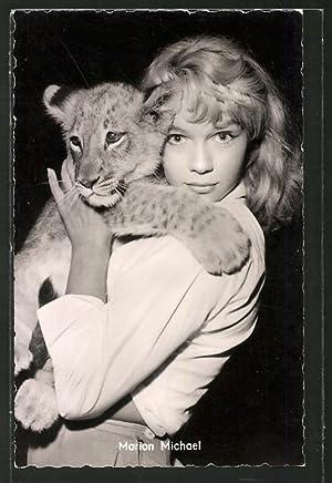 Ansichtskarte Schauspielerin Marion Michael mit Tigerbaby