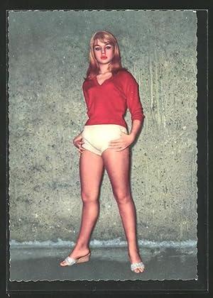 Ansichtskarte Schauspielerin Marion Michael in Hotpants
