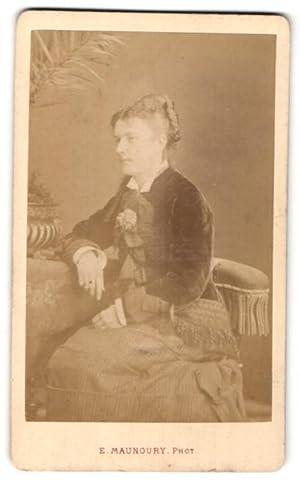 Photo E. Manoury, Angers, Portrait de sitzende