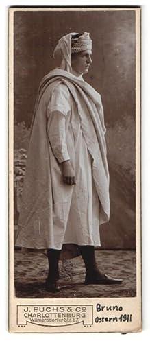 Fotografie J. Fuchs, Co., Berlin-Charlotternburg, Portrait junger