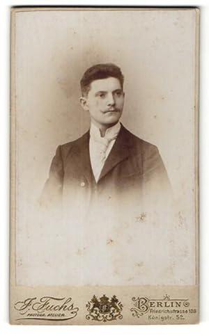 Fotografie J. Fuchs, Berlin, Portrait junger Mann