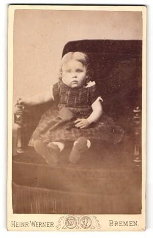 Fotografie Heinr. Werner, Bremen, Portrait Kleinkind in