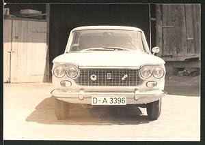 Fotografie Auto Fiat 1500, PKW vor einer