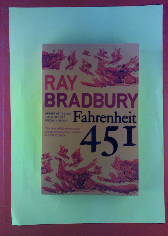 Fahrenheit 451.: Ray Bradbury