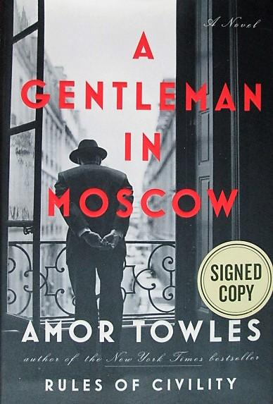A Gentleman in Moscow Towles, Amor [Comme Neuf] [Couverture rigide] First printing of the assumed first edition. 8vo. 462 pages. Map of Moscow in 1922. Cased in light-gray hard covers with all stamping in red. Flat-signed by the author on the front flyleaf. No signs of previous ownership. Not a library discard. As-new in like unclipped dust jacket. Size: 8vo - over 7¾  - 9¾  tall