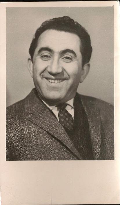 Black_and_white_portrait_photograph_Petrosian_Tigran_Vartanovich_19291984_signed_Assez_bon