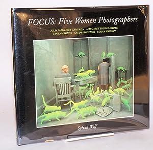 Focus: five women photographers: Julia Margaret Cameron, Margaret Bourke-White, Flor Gardu?o, Sandy...