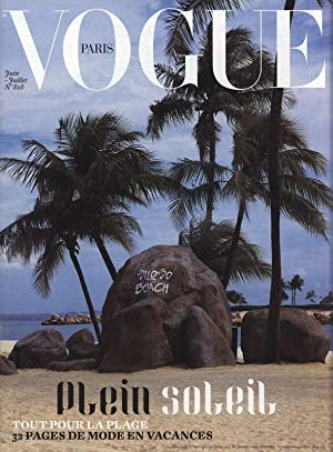 VOGUE, Paris, Supplement du No. 828, Juin/Juillet 2002, 32 pages de mode en vacances.