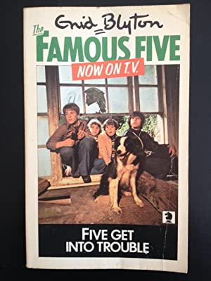 Five Get Into Trouble (The Famous Five): Blyton, Enid