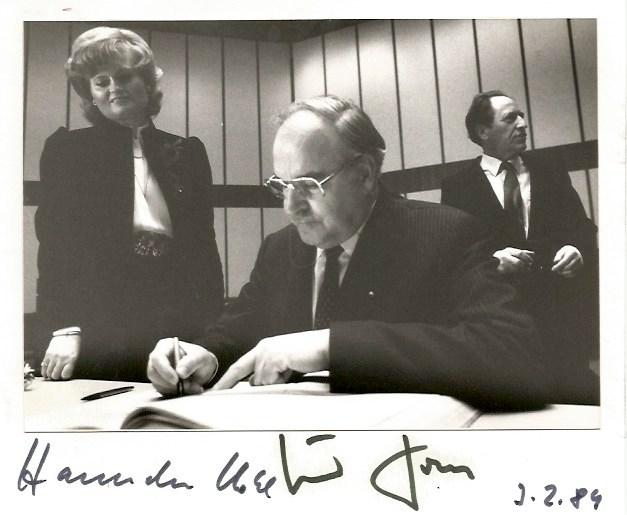 Kohl, Hannelore & Kohl, Helmut - Autograph Helmut & Hannelore Kohl & Kohl (German statesman, Chancellor of Germany) [ ]   Kohl, Hannelore & Kohl, Helmut Signed card with an affixed photograph, shows Hannelore and Helmut Kohl in a portrait, 6 x 5 inch, signed by both in black sharpie, dated 3.2.84, with a small glue point reverse, otherwise in very fine condition.