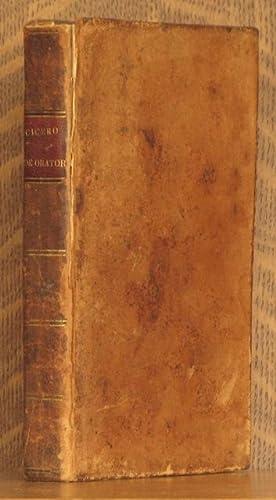 DE ORATORE: IN THREE BOOKS WITH ENGLISH NOTES (BOUND AS ONE): Marcus Tullius Cicero