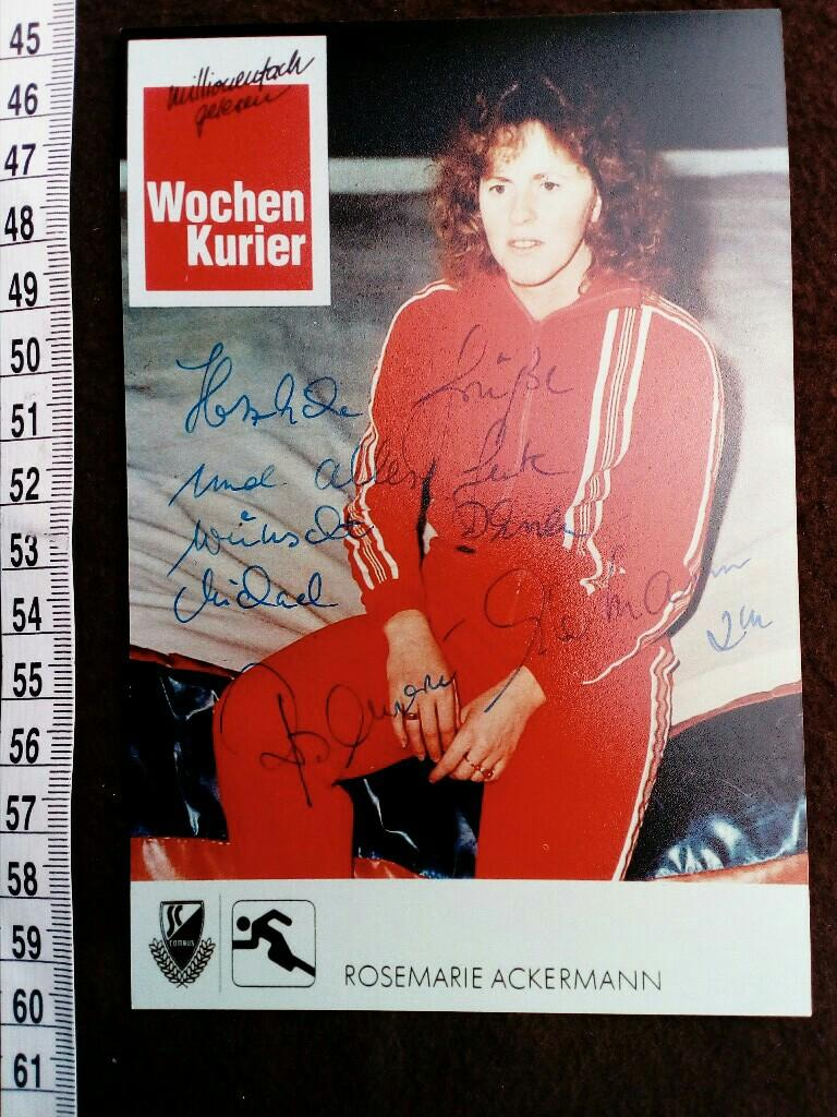 handsigniertes Originalfoto. original hand signed autograph card with picture of the east german highjump OLYMPIC CHAMPION. - ACKERMANN, Rosemarie and . Olympia 1976