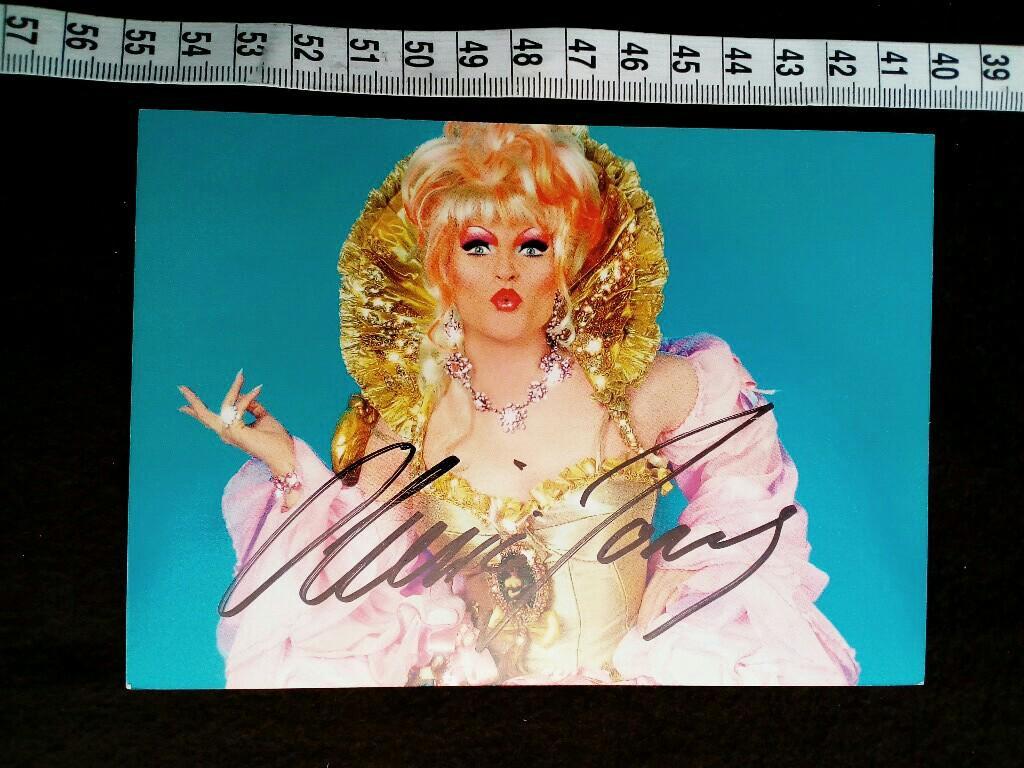Autogrammkarte mit eigenhändiger Unterschrift von der bekannten deutschen DRAG QUEEN. original hand signed autograph card with picture of the german travestie star.