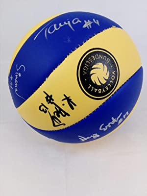 ORIGINAL kadersignierter Mini-Volleyball 2018 . Original squadsigned volleyball of the famous ger...