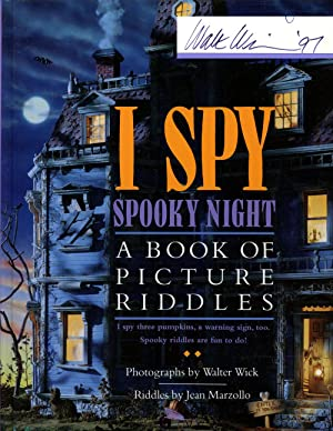 I Spy Spooky Night: A Book of: Marzollo, Jean; Walter