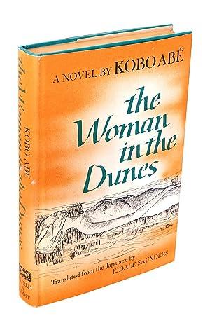 THE WOMAN IN THE DUNES: Abé, Kobo (novel); Saunders, E. Dale (translation)