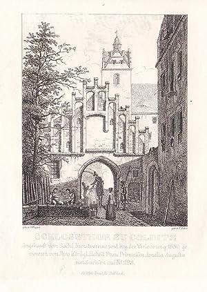 """COLDITZ. """"Schlossthor"""". Nahsicht mit Wache und mehreren Personen, im Hintergrund der ..."""