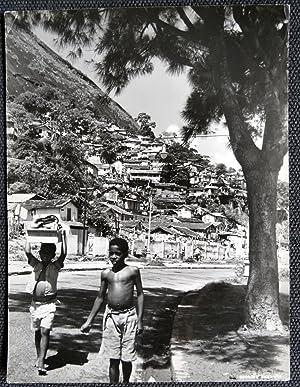 Niños. Río de Janeiro - George Friedman - (Carpeta de los Diez) - Fotografia original (Vintage) con...