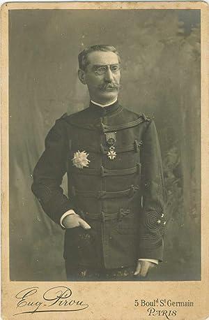 Portrait posé de Gallieni en uniforme: GALLIENI Joseph Simon