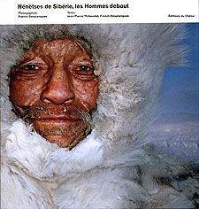 Nénètses de Sibérie, les hommes debout
