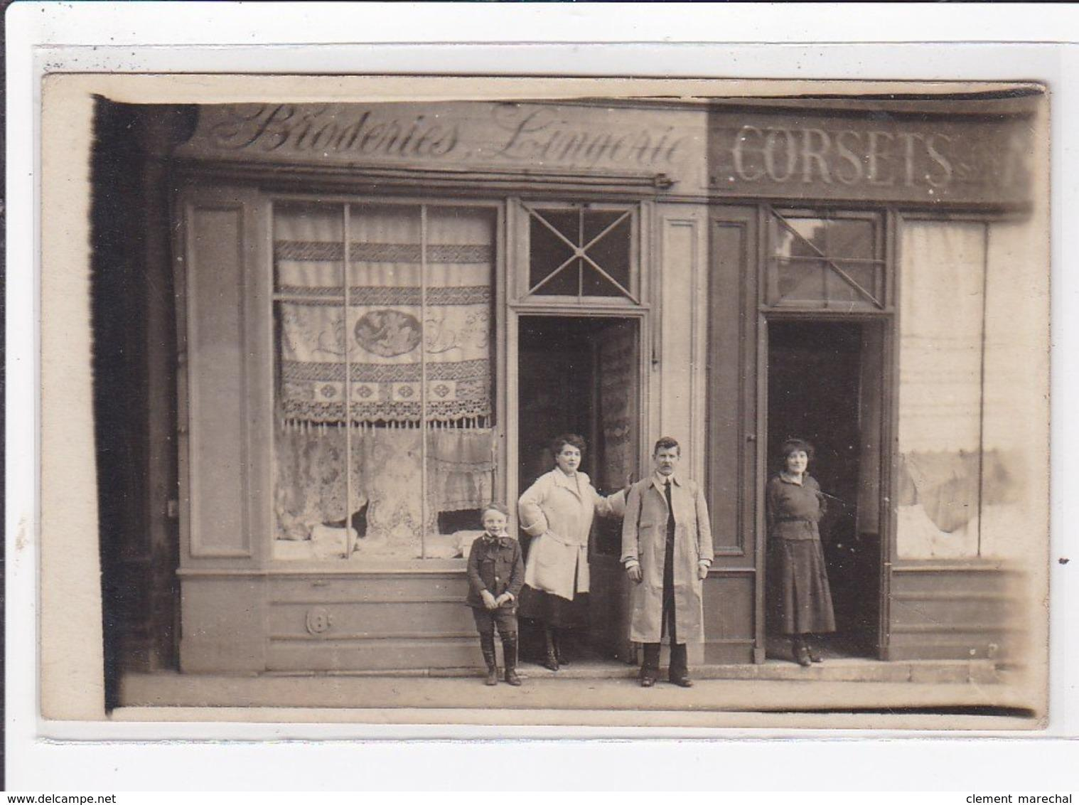 Carte postale ancienne PARIS : broderies lingerie corsets Carte postale ancienne PARIS : broderies lingerie corsets