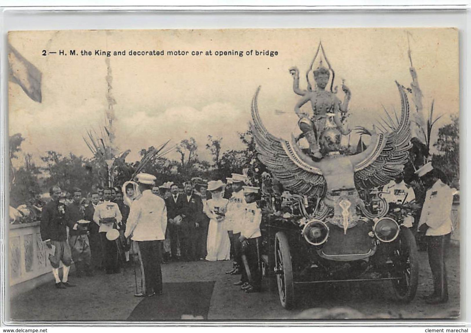 Carte postale ancienne THAILANDE : H.M. the king and decorated motor car at opening of bridge
