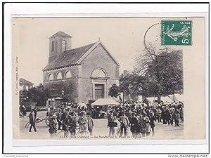 Carte postale ancienne LEZAY : le marché sur la place de l'eglise