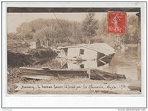 Carte postale ancienne DAMERY : carte photo de bateau-lavoir défoncé par les Allemands en septembre...