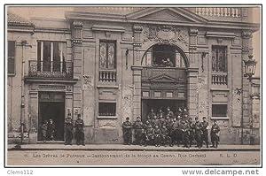 Carte postale ancienne PUTEAUX : les grèves - les troupes devant le Casino