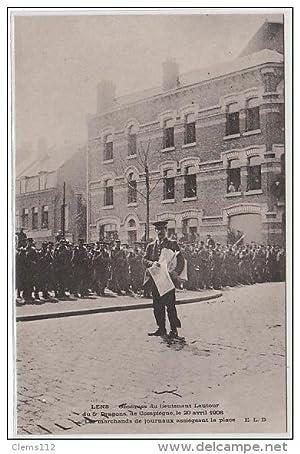 Carte postale ancienne LENS : obsèques du lieutenant LAUTOUR en 1906 - les marchans de journaux ...