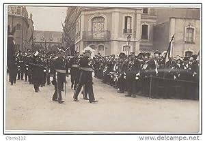 Carte postale ancienne CHERBOURG : carte photo d'un défilé militaire du 14 juillet 1912 (date ...