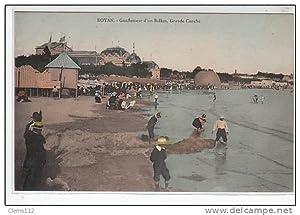 Carte postale ancienne ROYAN : gonflement du ballon rond