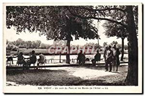 Vichy Carte Postale Ancienne Un coin du parc et les bords de l'Allier