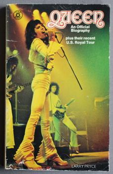 QUEEN - AN OFFICIAL BIOGRAPHY. Plus Their Recent U.S. Royal Tour. ( Freddy Mercury Photo Cover; B...