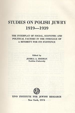 SHTUDYES VEGN YIDN IN POYLN 1919-1939: DI TSVISHNSHPIL FUN SOTSYALE, EKONOMISHE UN POLITSISHE ...