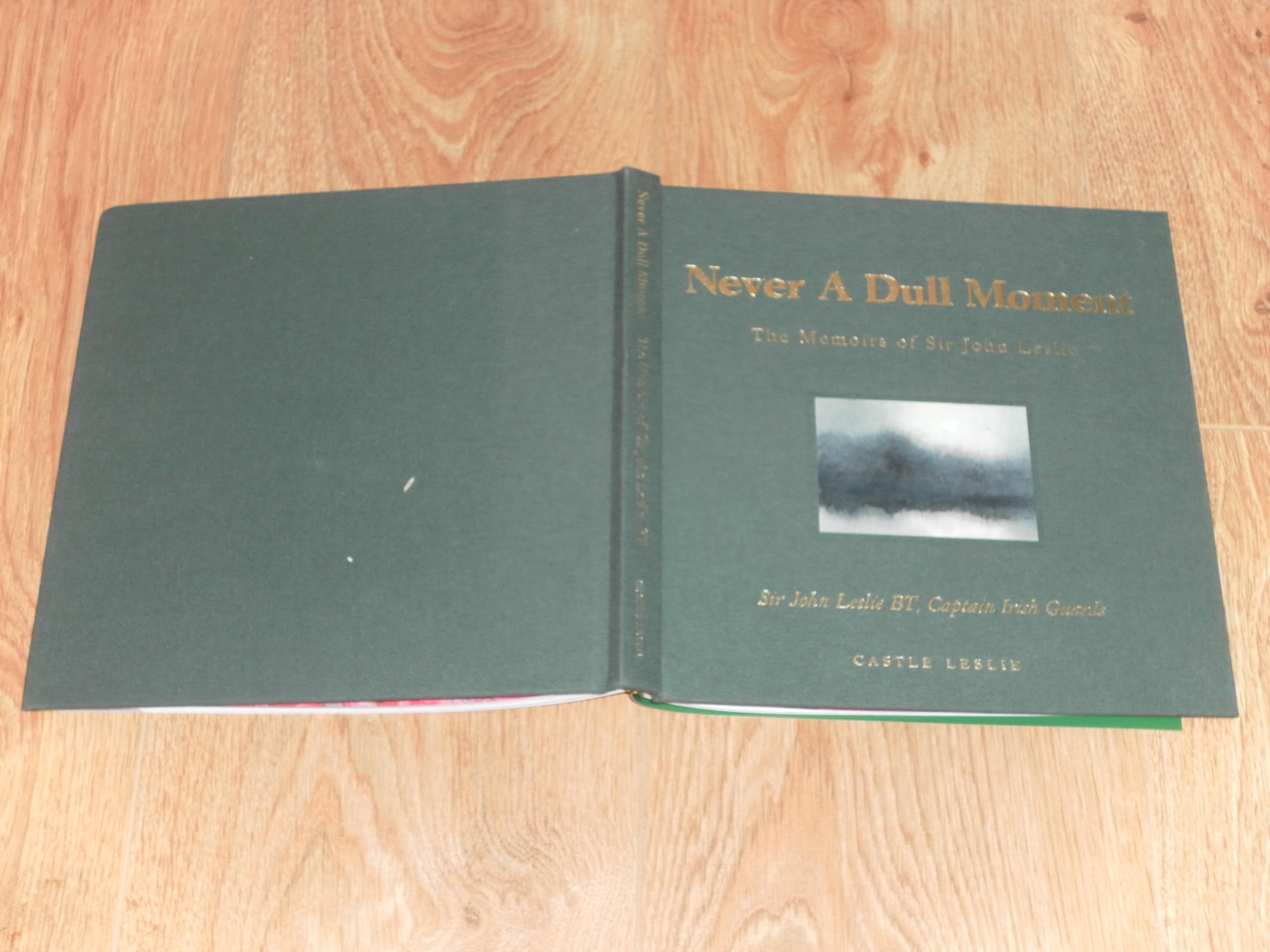 Never_a_Dull_Moment_the_Memoirs_of_Sir_John_Leslie_Leslie_Sir_John_Alma_CareyZuniga_SIGNED_Assez_bon_Couverture_rigide