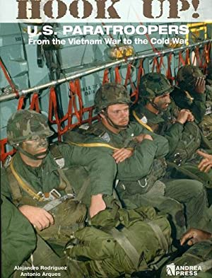 Hooked Up!: US Paratroopers from the Vietnam War to the Cold War: Alejandro Rodriguez; Antonio ...