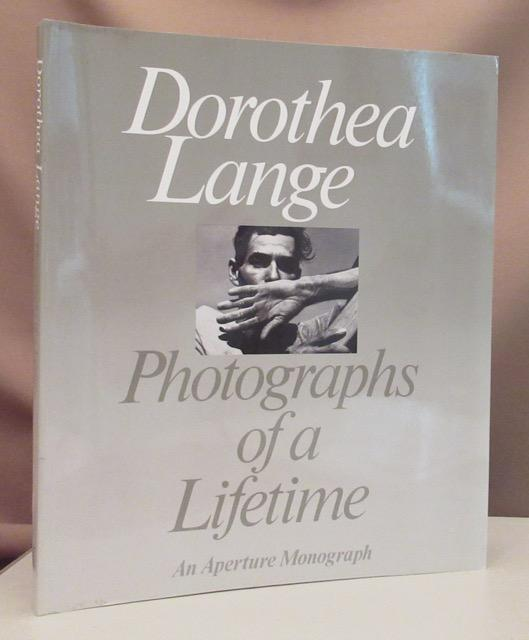 Dorothea Lange. Photographs of a lifetime. With: Lange, Dorothea.