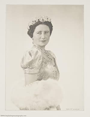 Superb unsigned portrait photo by Dorothy Wilding (The Queen Mother, 1900-2002, Queen of George VI)