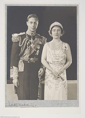 Superb Official Portrait Photo by Dorothy Wilding (1895-1952, King of England) & ELIZABETH (1900-...