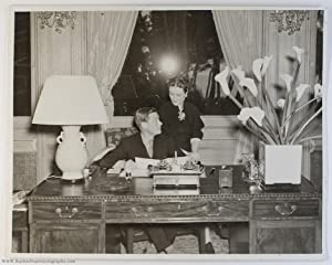 Exceptional unsigned large press photo showing the couple together, (1894-1972, King of Great ...