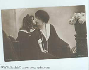 Enchanting unsigned postcard photo (1875-1938, Princess of: MARIE