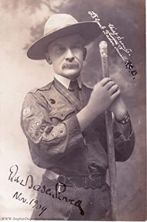 "Exceptional early postcard photo signed ""Robert Baden: BADEN-POWELL"