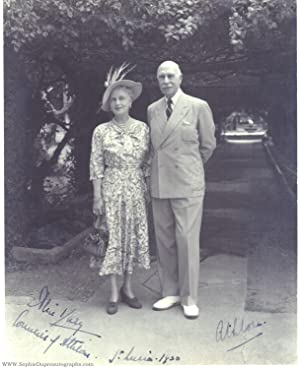 Fine portrait photo signed by both (Princess, Countess of Athlone, 1883-1981, Daughter of Leopold...